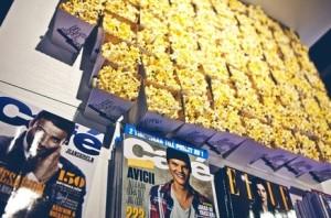 Vita-popcorn-bagare-med-tryck-profiltryck-hyra-popcornmaskin